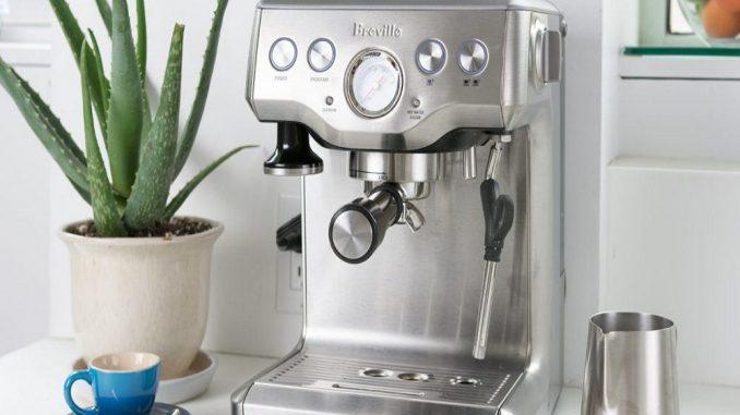 Cafetière et machine à expresso avec moulin