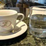 Dernier café au comptoir avant la nouvelle fermeture