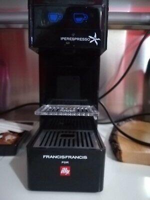 Machine à café, ILLY, couleur noire, capsule IperEspresso pour Ciocc. et toi