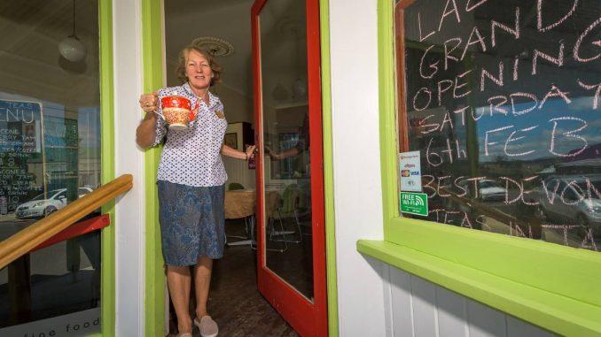 Les Lazy Tearooms de Sheffield serviront du thé traditionnel du Devonshire   L'avocat