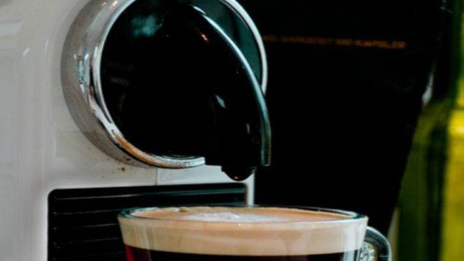 De manière naturelle, vous pourrez nettoyer la machine à café expresso