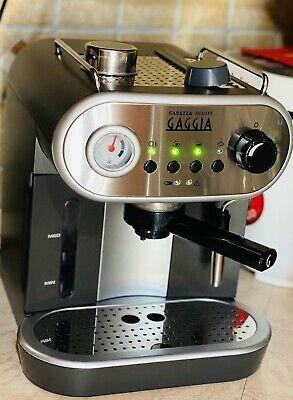 Machine à café expresso de luxe Gaggia Carezza pour café moulu et dosettes.