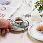 Quelle est la tradition du café expresso napolitain?