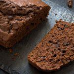 Gâteau aux prunes au café et au cacao sans sucre