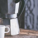 La solution ingénieuse et super économique pour nettoyer notre cafetière est ce produit que nous avons tous chez nous