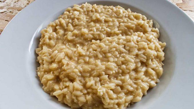 Primo di riso con fomaggio e polvere di caffè