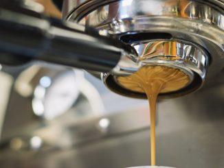 Noir ou suspendu? Trieste et Naples dans la guerre du café: la dernière découverte par le gouverneur de Campania De Luca