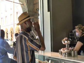 Modène, le café au comptoir a le goût de la normalité. VIDÉO