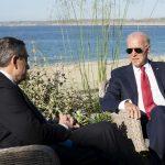 Le baiser de la pantoufle. Le temps d'un café sur la plage le bilatéral Biden-Draghi, qui saute alors le briefing