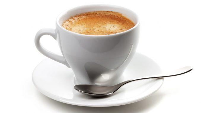 Vous éternuez souvent après le café ? Voici à quoi cela est dû !