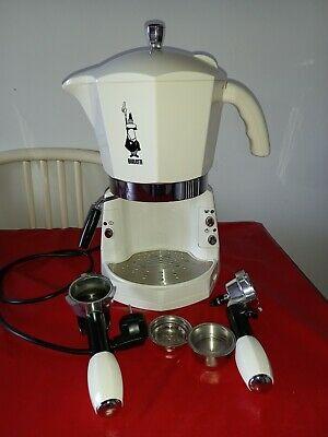 La machine à café expresso MOKONA WHITE CF40 Bialetti fonctionne uniquement avec des capsules