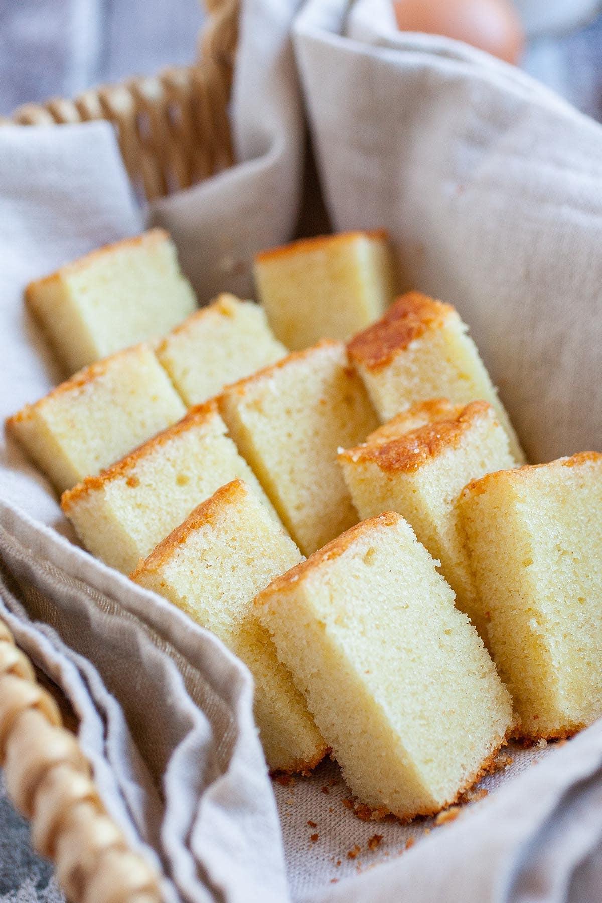 La meilleure recette de gâteau au beurre à partir de zéro, à base de beurre, d'œufs, de farine, de lait et de sucre.