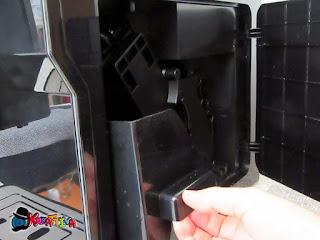 éjection du bac à résidus de café de la machine Cecotec